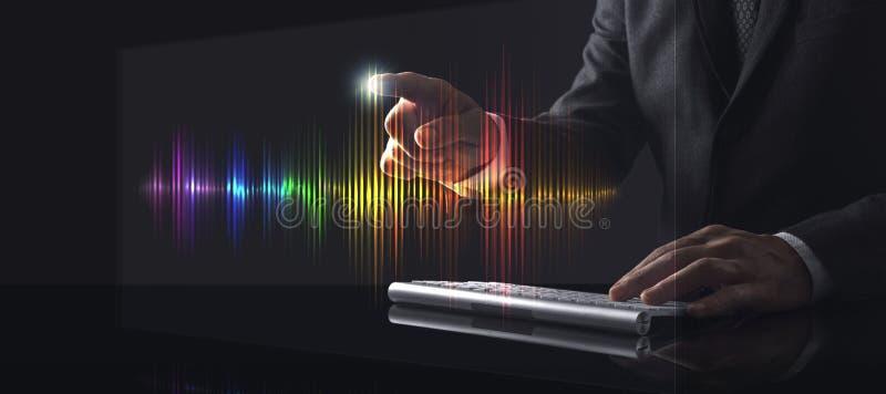 Homem de negócios tocando tela com sobre Wave imagens de stock