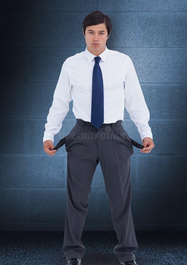 Homem de negócios triste com bolsos vazios imagem de stock