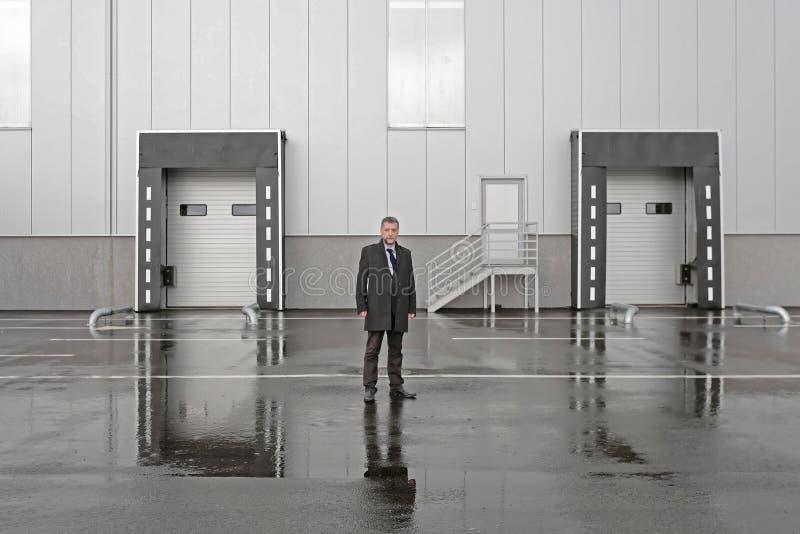 Homem de negócios Warehouse Dock imagens de stock