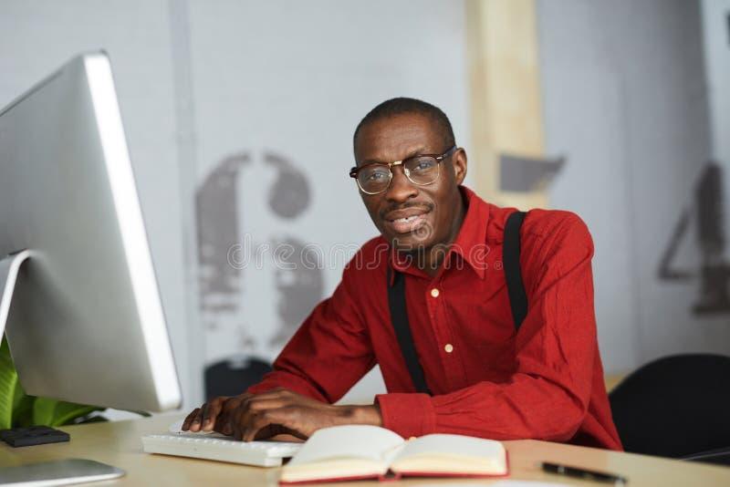 Homem de neg?cios africano contempor?neo imagem de stock