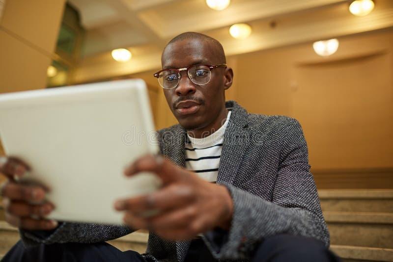 Homem de neg?cios africano contempor?neo imagens de stock royalty free