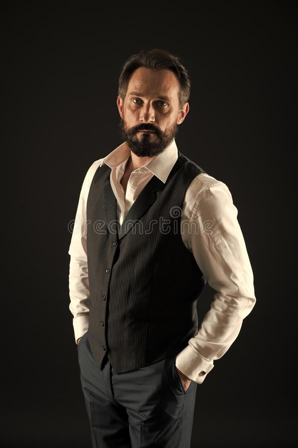 Homem de neg?cios ? moda no terno Forma do neg?cio Forma masculina Moderno caucasiano brutal com bigode Moderno maduro imagens de stock