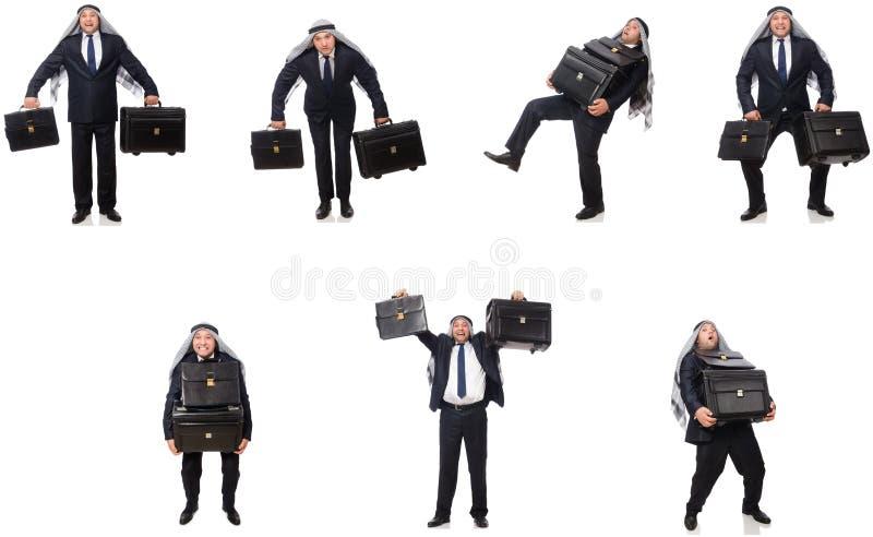 Homem de neg?cios ?rabe com a mala de viagem isolada no branco imagens de stock royalty free