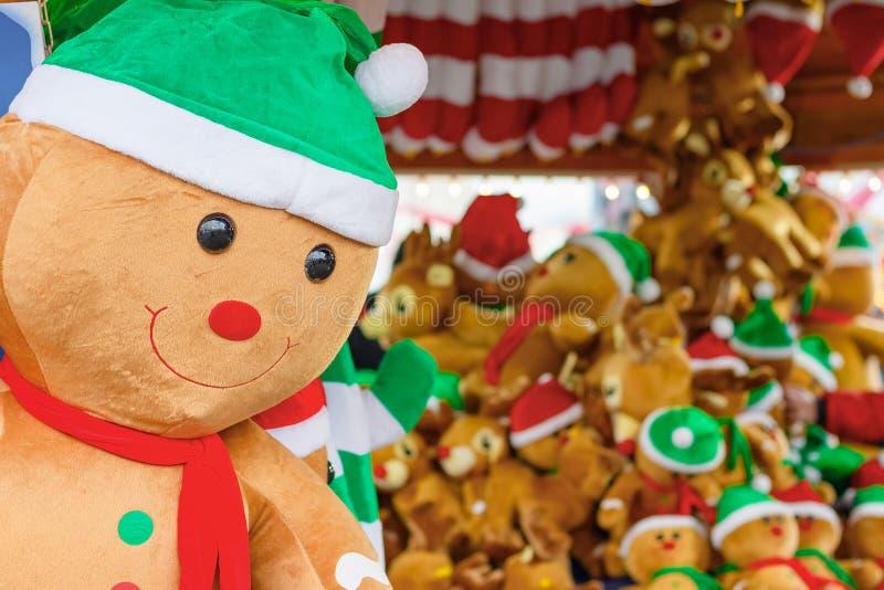 Homem de pão de brinquedo recheado em exposição premiado na Wonderland de inverno, em Londres imagens de stock