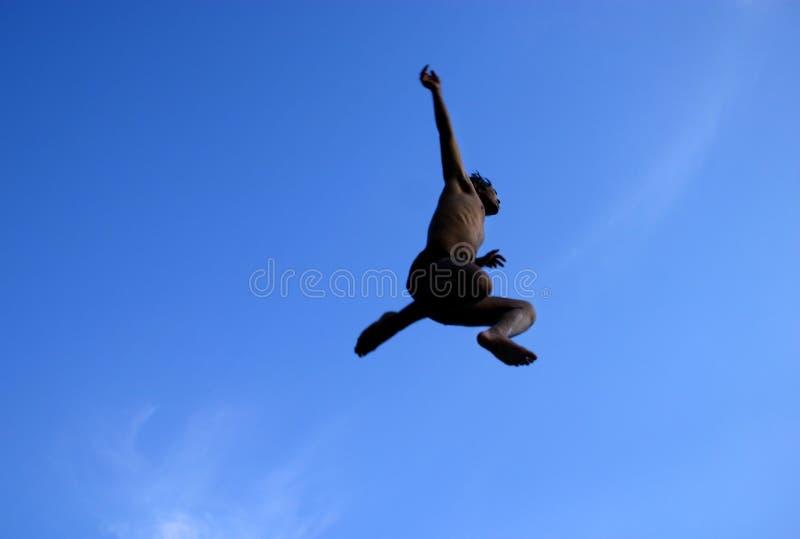 Homem de salto fotografia de stock royalty free
