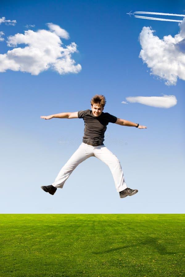 Homem de salto feliz fotografia de stock royalty free