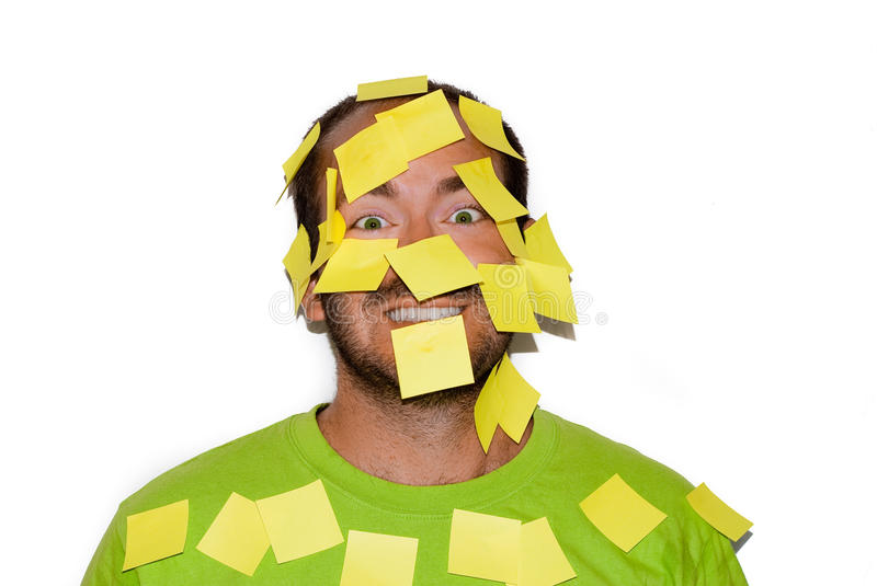 Homem de sorriso com etiquetas do post-it fotografia de stock royalty free