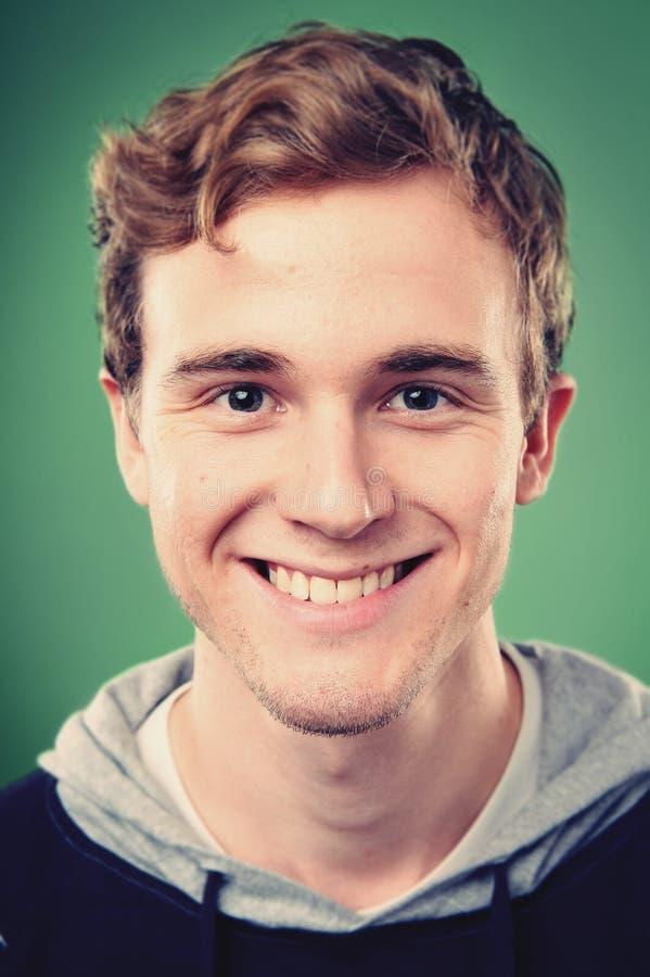 Homem de sorriso do retrato fotografia de stock