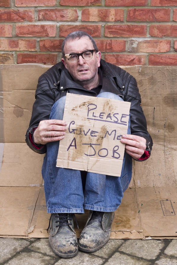 Homem desabrigado e desempregado fotografia de stock