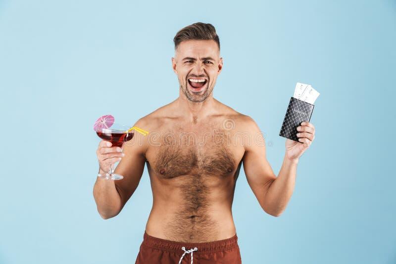 Homem descamisado novo considerável feliz fotografia de stock