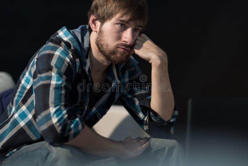 Homem desempregado novo foto de stock
