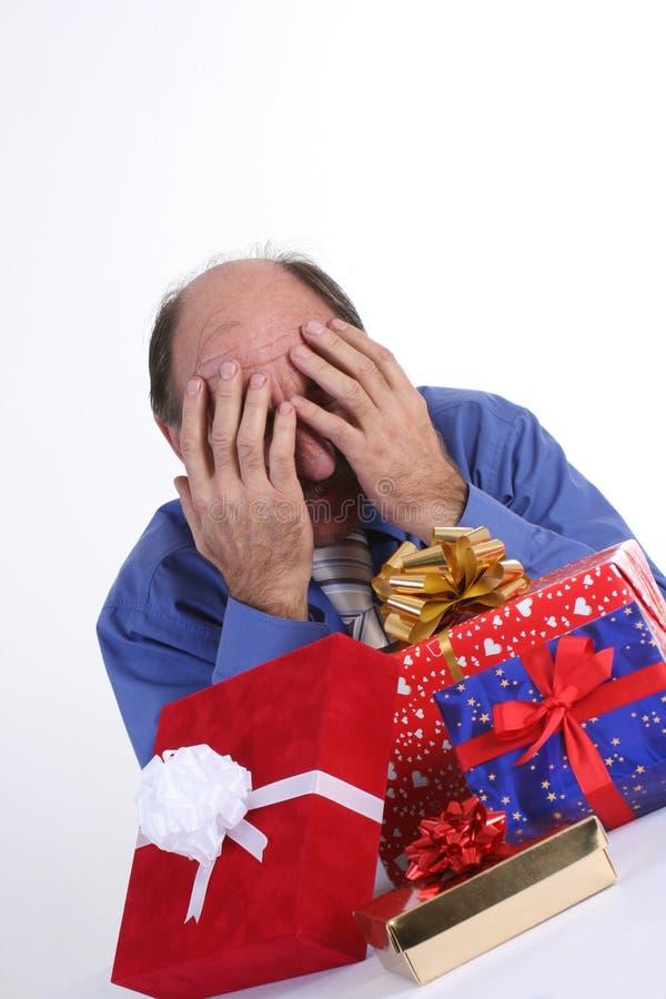 Homem desesperado com presentes imagens de stock