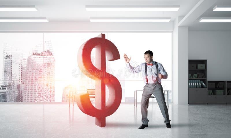 Homem determinado do banqueiro na figura de quebra interior do dólar do escritório moderno imagens de stock royalty free