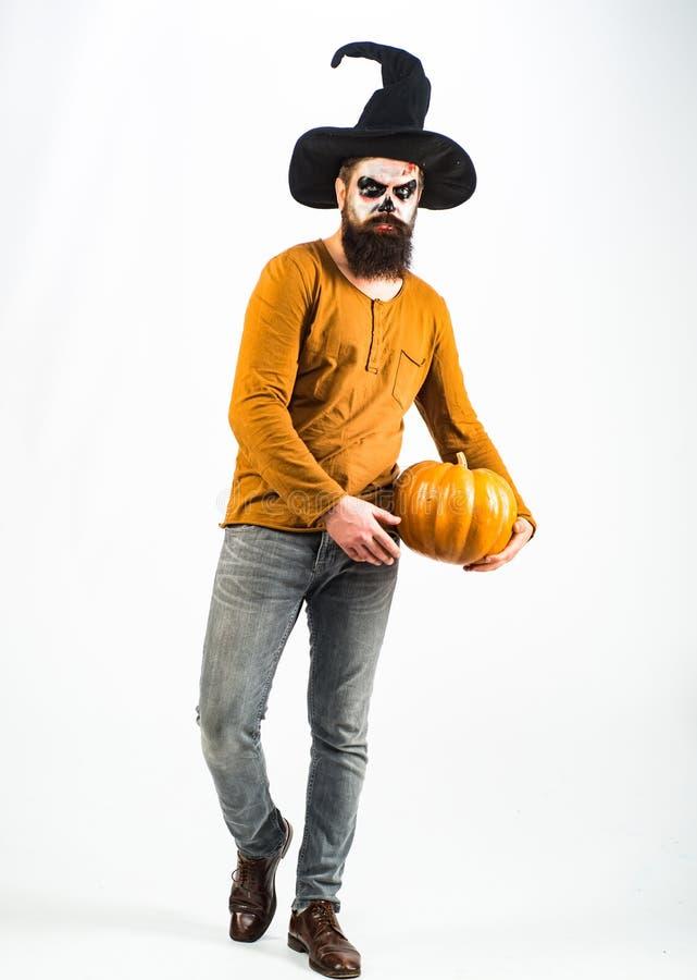 Homem diabólico com rosto sangrento - comprimento total Boas vindas do Dia das Bruxas Celebração das festas de Halloween - Demôni foto de stock royalty free