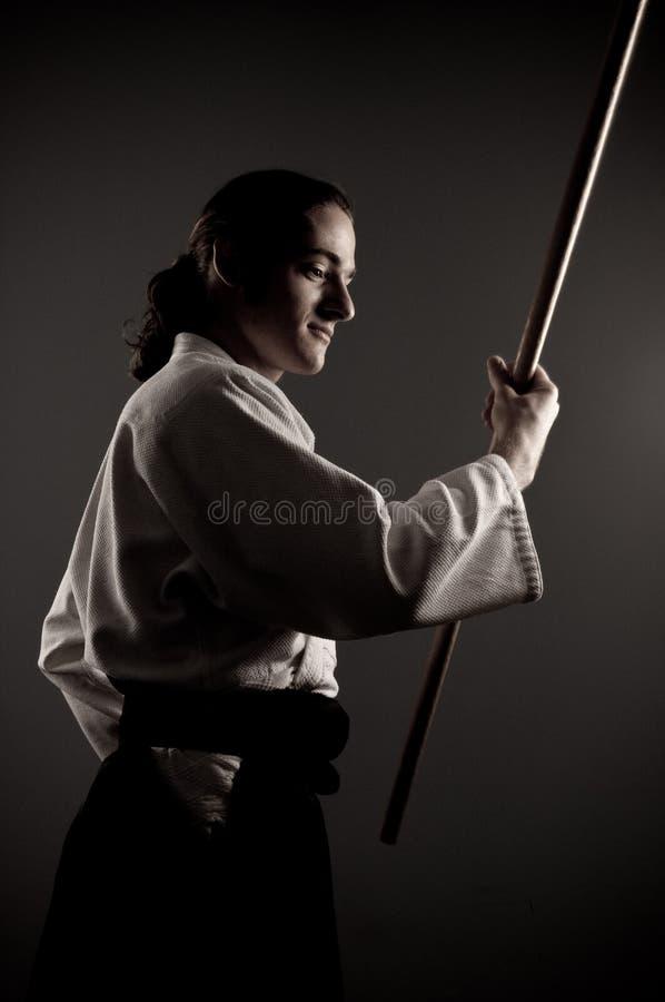 Homem do Aikido com uma vara fotografia de stock