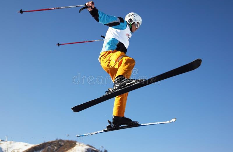 Homem do esqui da mosca foto de stock