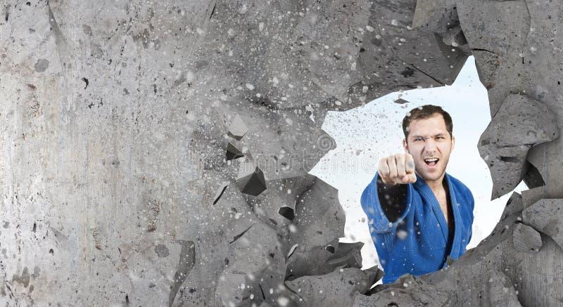 Homem do karaté no kimino azul fotografia de stock royalty free