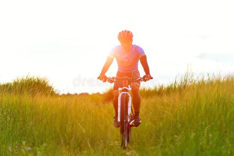 Homem do motociclista imagem de stock royalty free