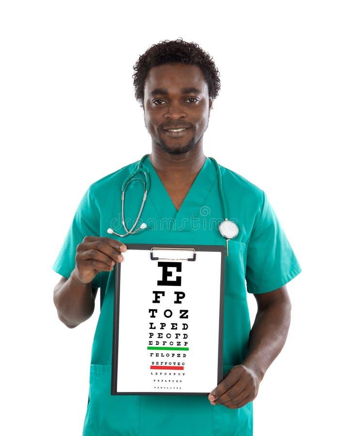 Homem do oculista com uma carta do exame da visão fotos de stock royalty free
