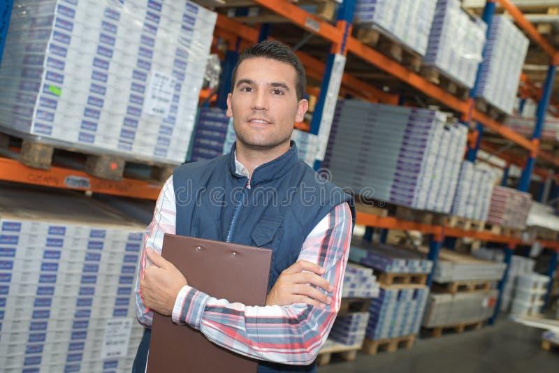 Homem do retrato no armazém fotos de stock
