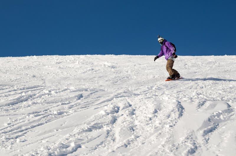 Homem do snowboarder do novato imagens de stock