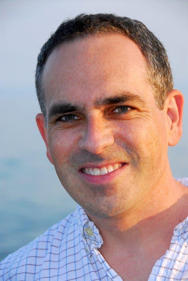 Homem do sorriso do retrato foto de stock royalty free