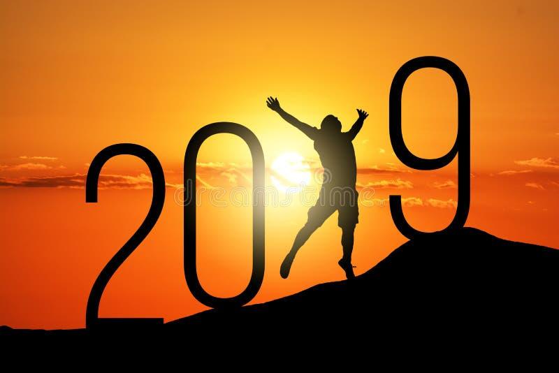 Homem e 2019 da silhueta da liberdade Conceito de um ano novo imagem de stock royalty free