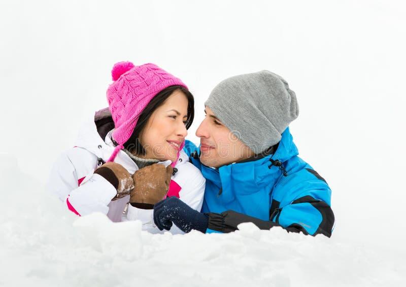 Homem e encontro fêmea na neve foto de stock royalty free