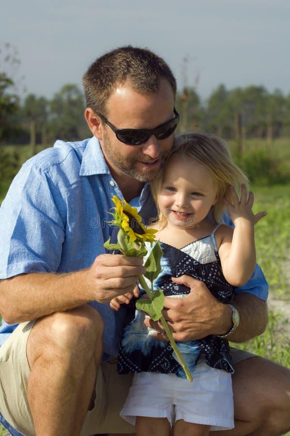 Homem e menina com flor imagens de stock royalty free