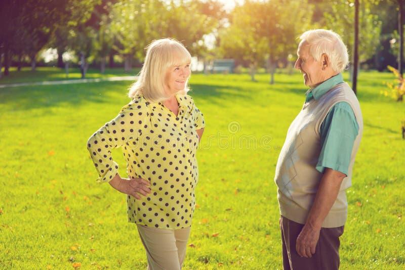 Homem e mulher ao ar livre imagens de stock royalty free