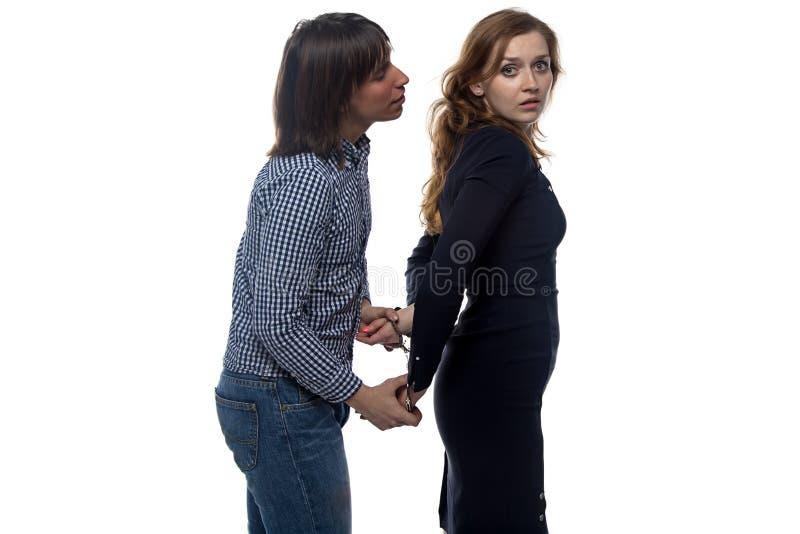 Homem e mulher assustado com pares de algemas fotografia de stock royalty free