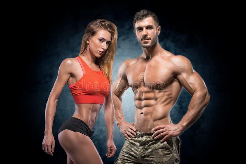 Homem e mulher atléticos Pares da aptidão imagem de stock royalty free