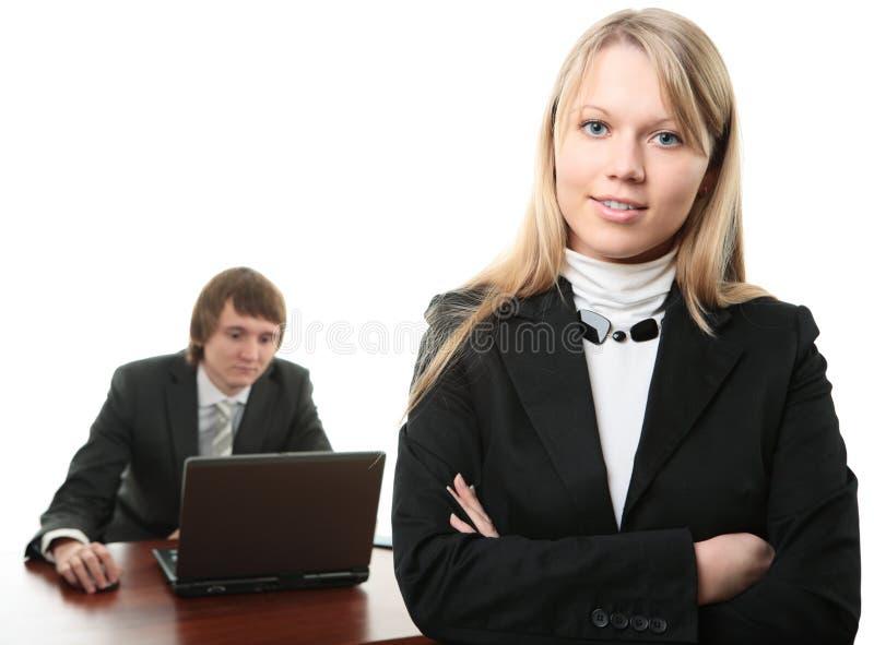 Homem e mulher de negócio com portátil foto de stock royalty free