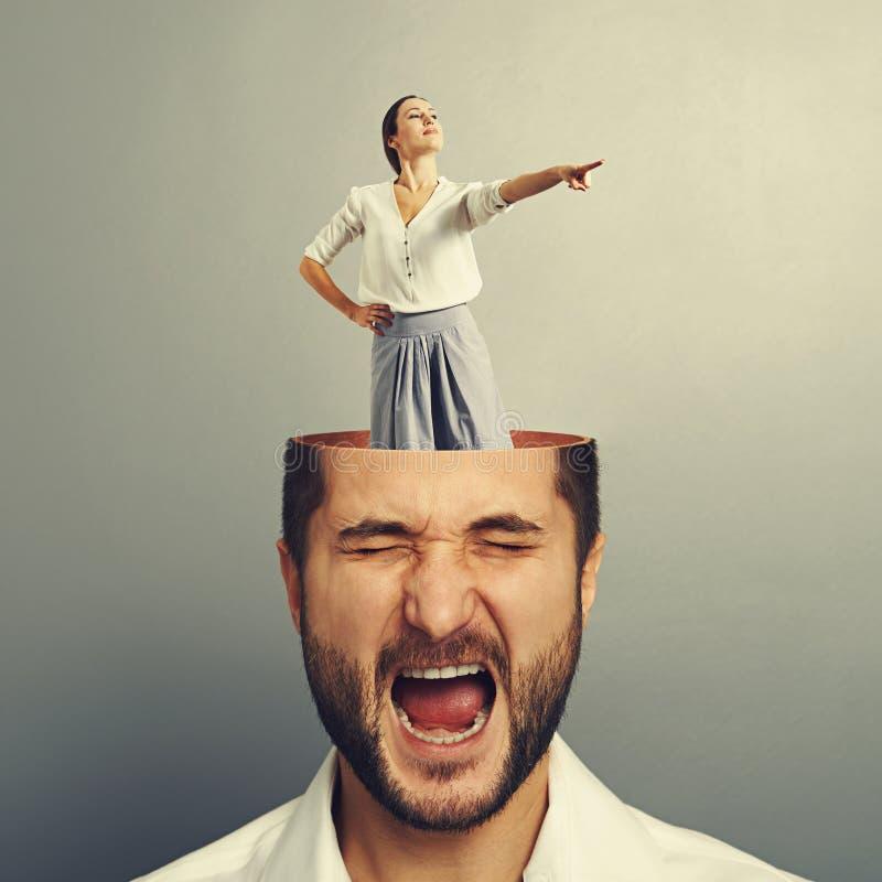 Homem e mulher gritando forçados do smiley fotos de stock