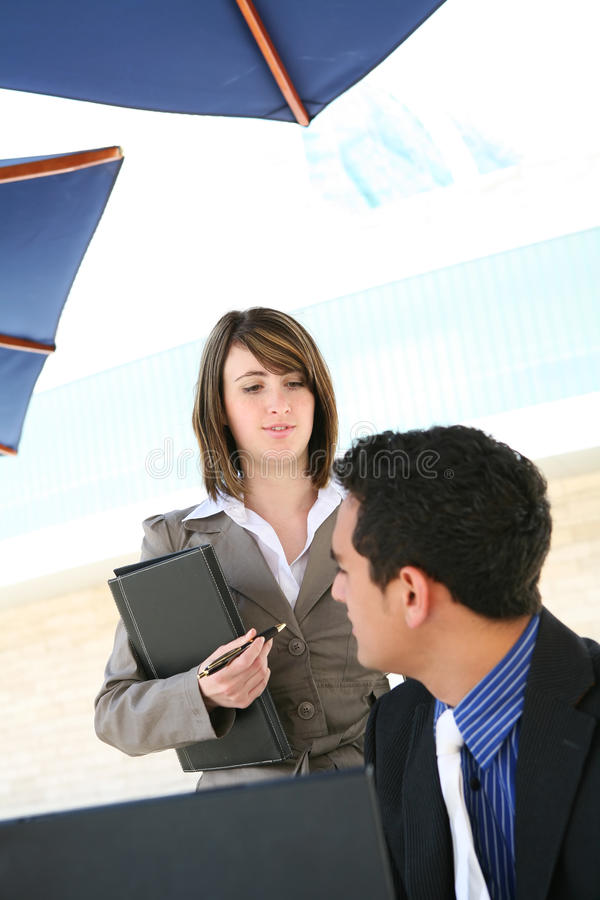 Homem e mulher no escritório imagens de stock