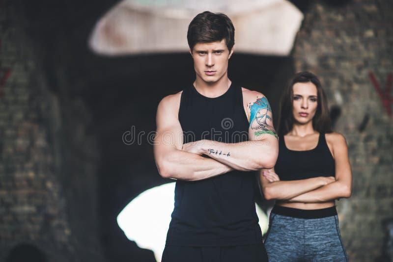Homem e mulher no sportswear fotografia de stock royalty free