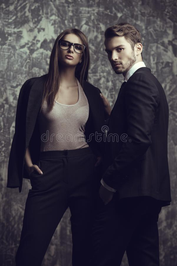 Homem e mulher nos ternos imagens de stock royalty free
