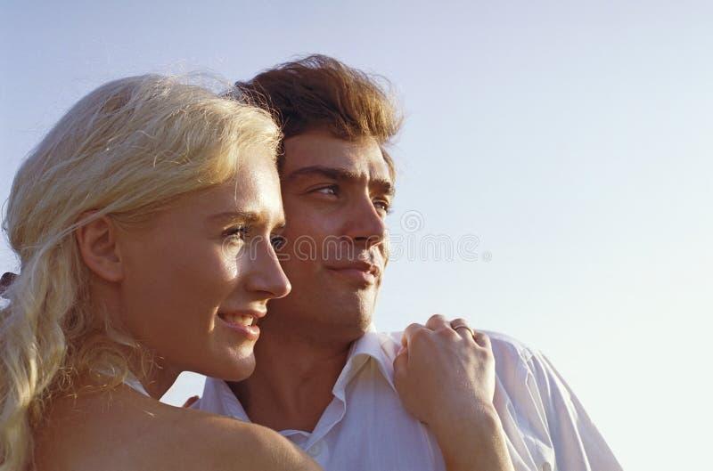Homem e mulher que olham para fora fotos de stock