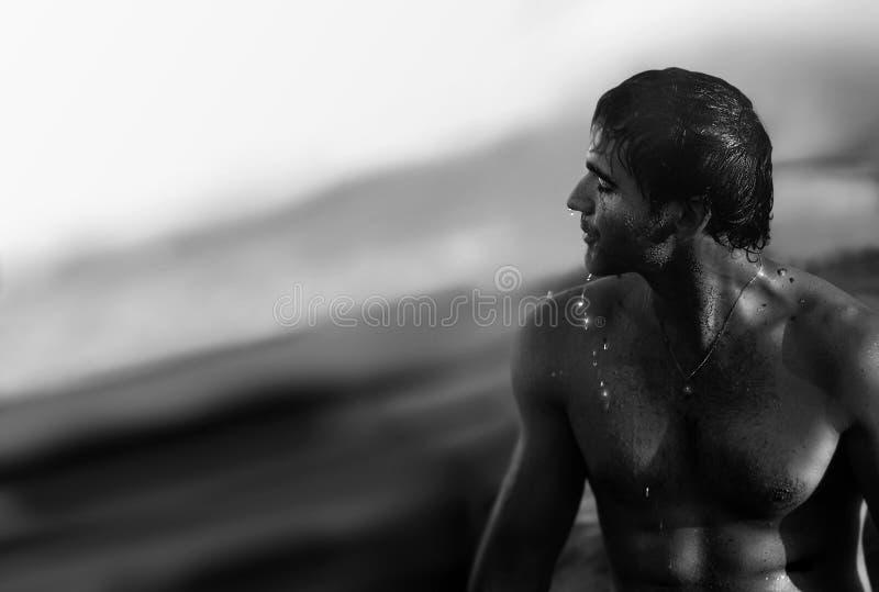 Homem e oceano foto de stock