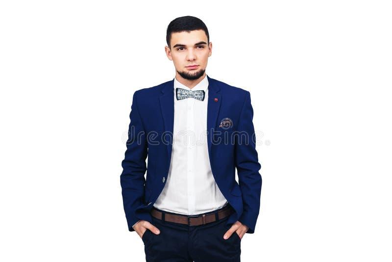 Homem elegante novo em um terno azul, homem de negócios bem sucedido seguro ou empresário fotos de stock royalty free