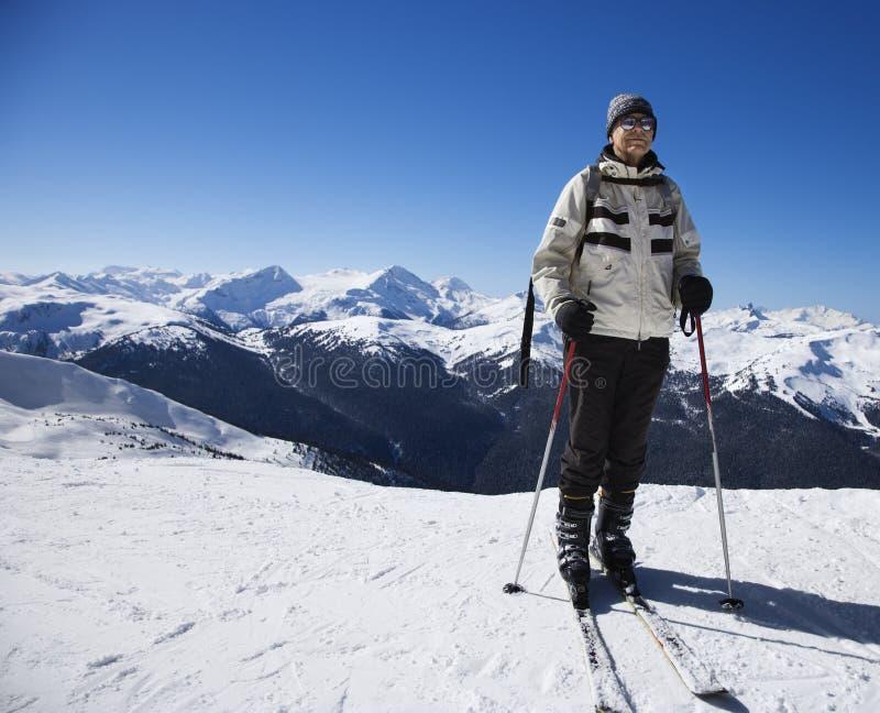 Homem em inclinações do esqui. fotos de stock royalty free