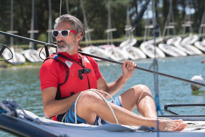 Homem em um caiaque foto de stock royalty free