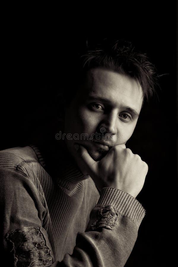 Homem em um pose pensativo imagens de stock