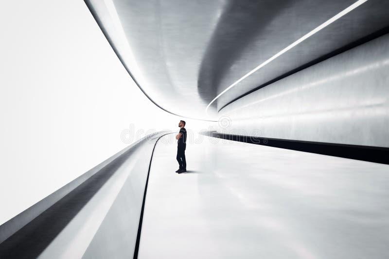 Homem em um túnel futurista foto de stock
