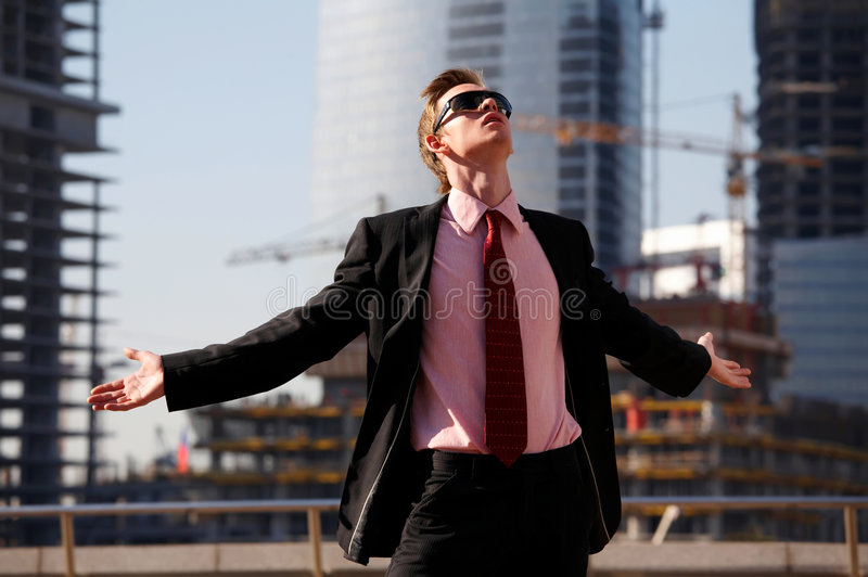 Homem engraçado com braços outstretched imagens de stock royalty free