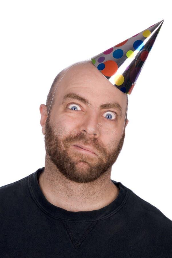 Homem engraçado que desgasta um chapéu do partido imagem de stock