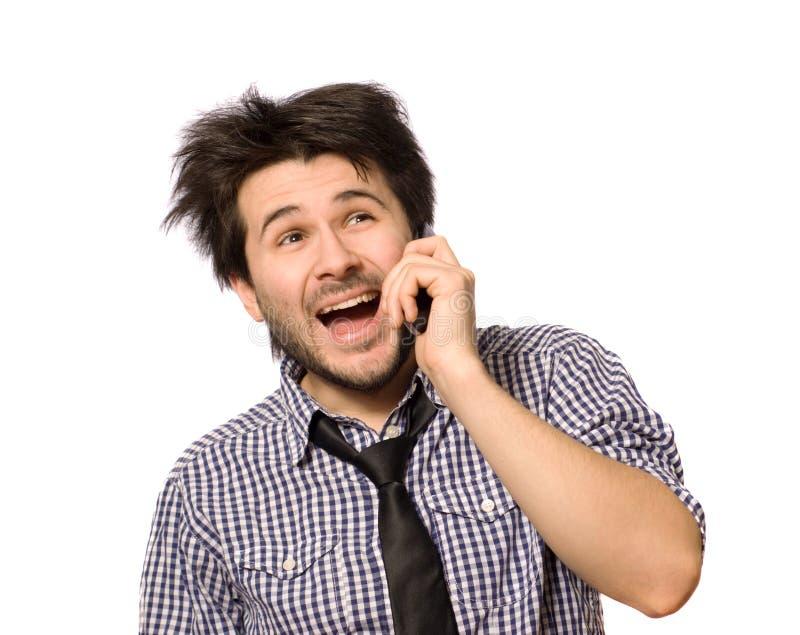 Homem engraçado que fala o riso do telefone móvel foto de stock
