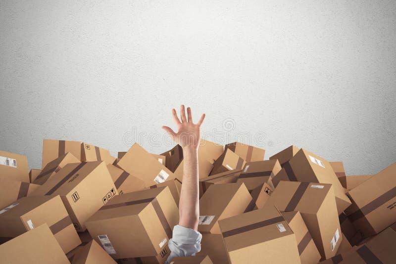 Homem enterrado por uma pilha de caixas de cartão rendição 3d foto de stock