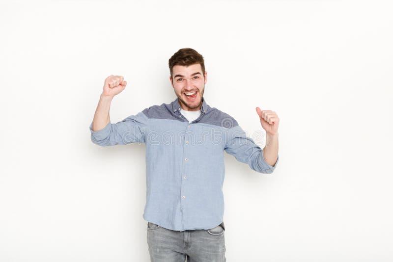 Homem entusiasmado muito contente ao sucesso fotografia de stock royalty free