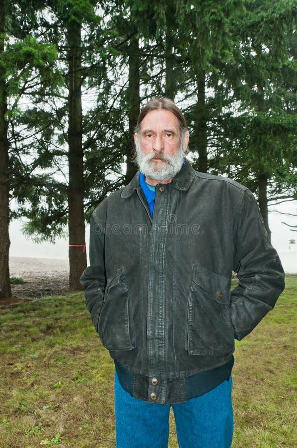 Homem envelhecido médio ao ar livre imagem de stock royalty free
